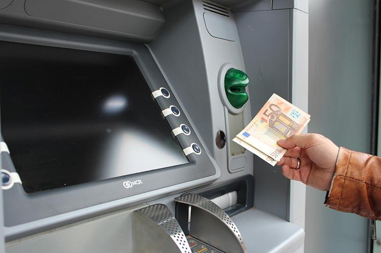 Снятие валюты в банкомате